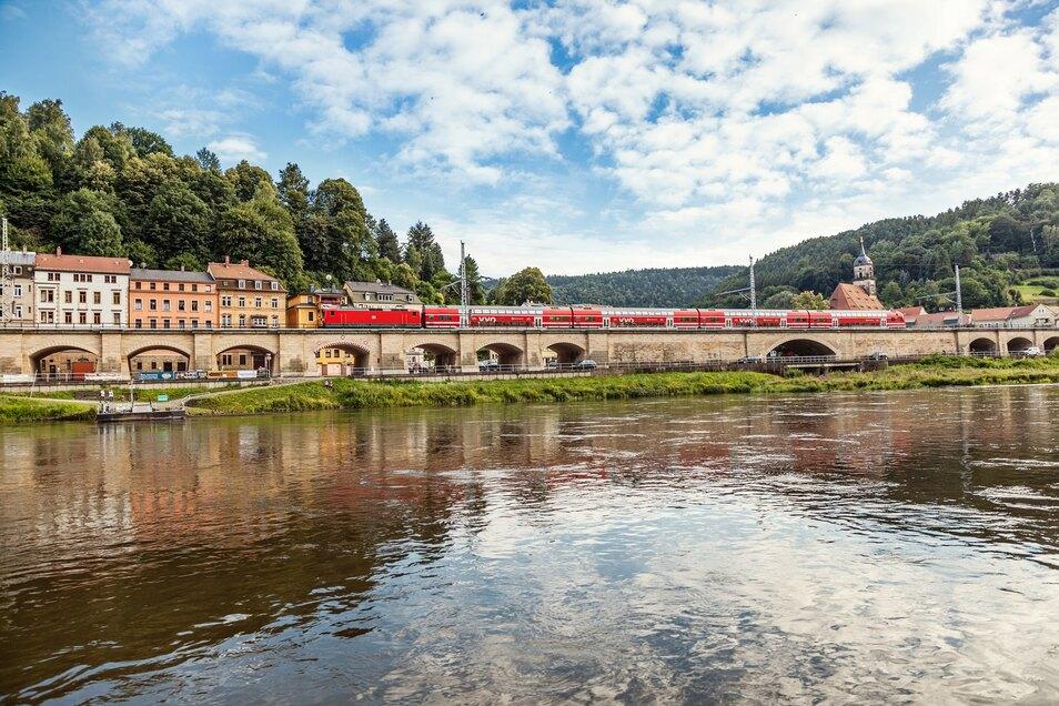 Ob das Wetter Himmelfahrt mitspielt? An den Zügen Richtung Königstein (Foto) und Elbsandsteingebirge sollen die Ausflüge jedenfalls nicht scheitern.