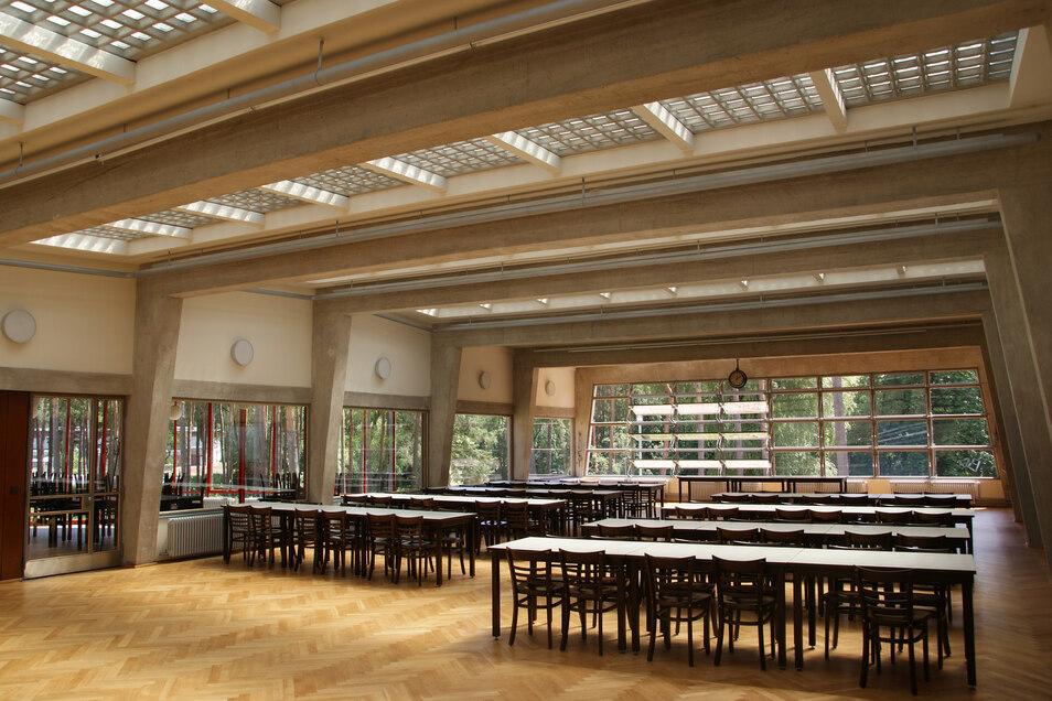 Lichtdurchflutet mit genialer Fensterkonstruktion: Speisesaal in der Bundesschule Bernau, entworfen von den Bauhausarchitekten Hannes Meyer und Hans Wittwer.