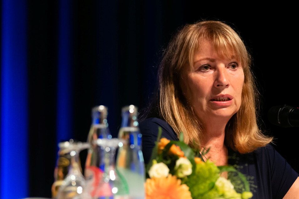 Sozialministerin Petra Köpping (SPD) beantwortet Fragen beim Bürgerforum in der Neustadthalle.