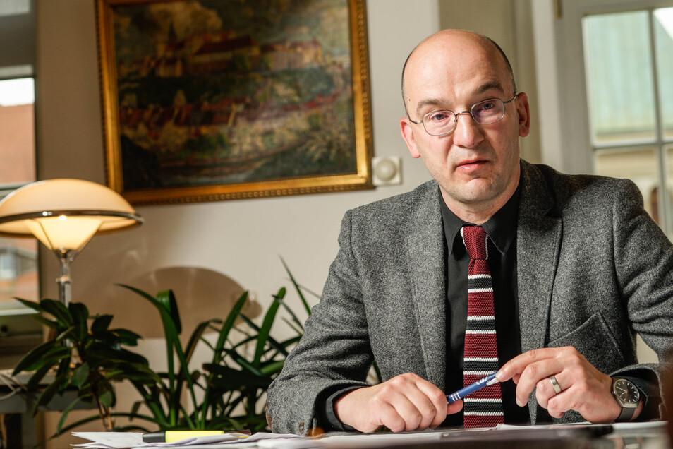 Bautzens Finanzbürgermeister Dr. Robert Böhmer erklärt, wo die Stadt jetzt sparen muss, um die Folgen der Corona-Krise zu bewältigen.