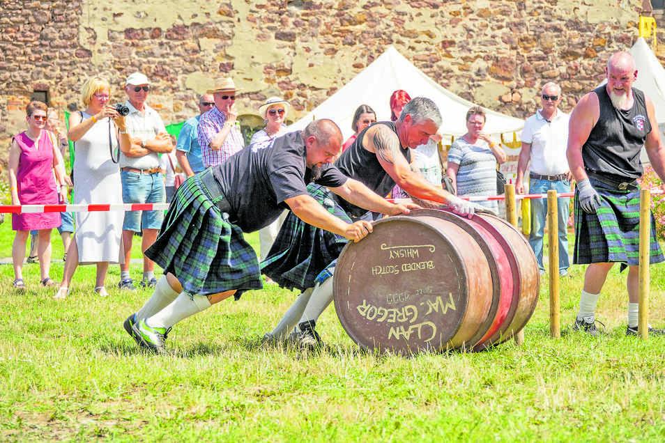 Fassrollen ist eine Disziplin bei den Highland Games.