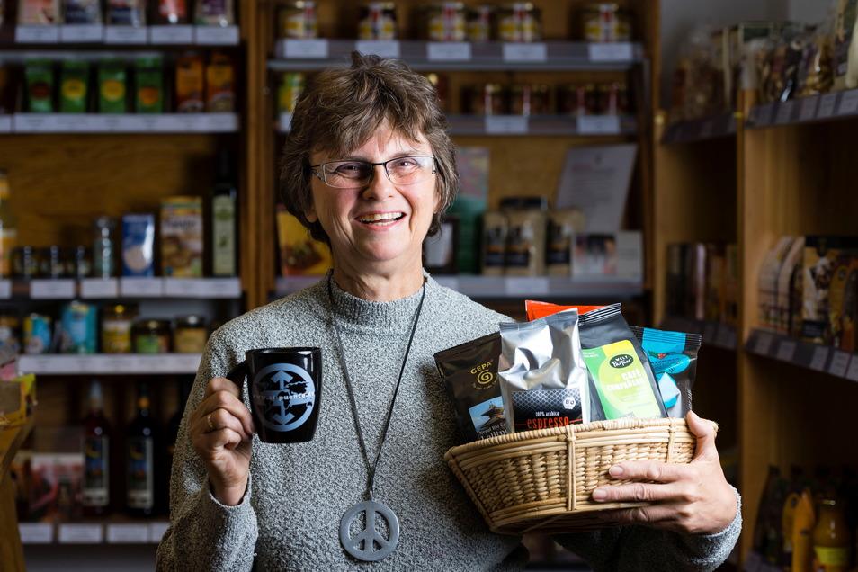 Helgard Hopf vom Weltladen Bischofswerda geht es um fair gehandelte Produkte, aber auch das Thema Verpackung spielt eine Rolle in dem Laden.