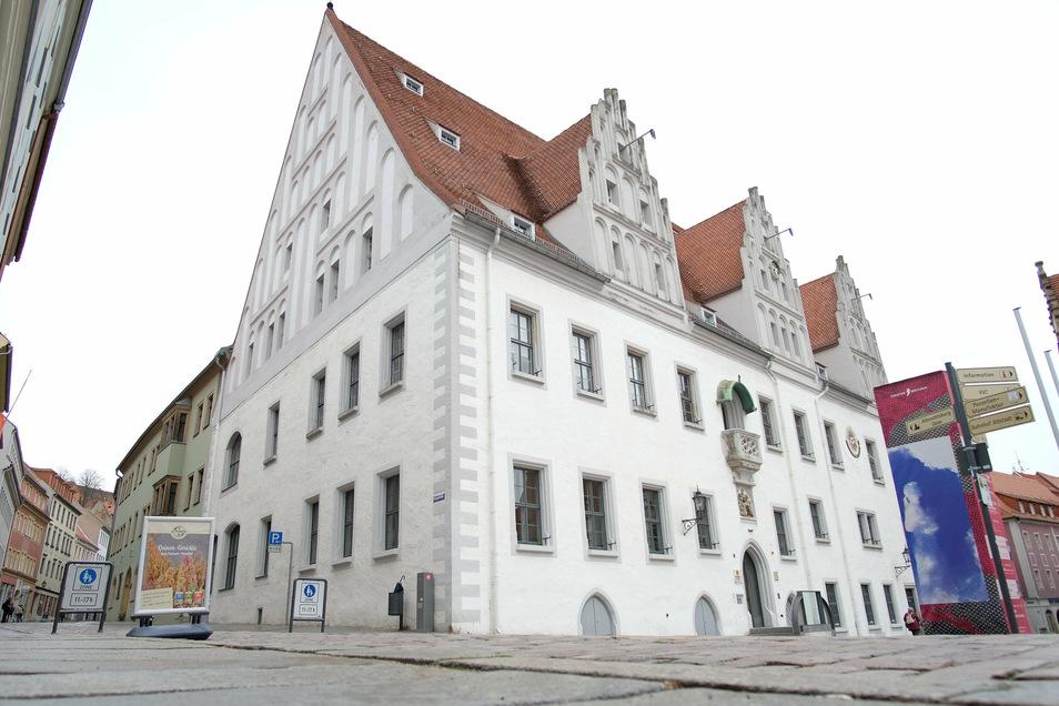 Im Großen Ratssitzungssaal des historischen Rathauses kommen an diesem Mittwoch die Meißner Stadträte zusammen. Die Sitzung beginnt um 17 Uhr.