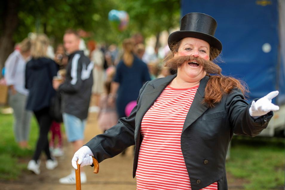 Jolanda Querbeet mimte den Zirkusprinzipal. Denn das Motto des Kinderfestes lautete Was für ein Zirkus.