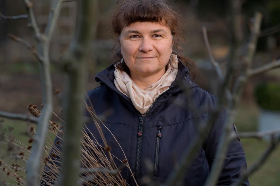 Anita Bätz wohnt in einem Dorf in der Nähe von Radeburg. Seit einigen Jahren gärtnert sie auf ihrem Grundstück nach ökologischen Prinzipien.