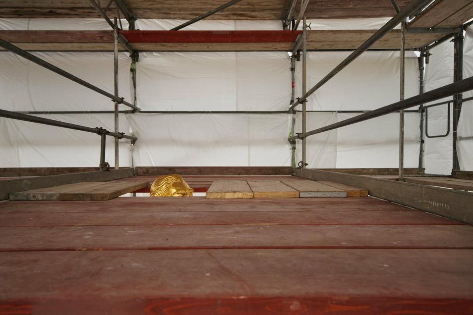 Die Kosten für die Restaurierung des Reiters selbst betragen voraussichtlich 30.000 Euro. Hinzu kommen rund 7.500 Euro für die Reparatur des Sandsteins.