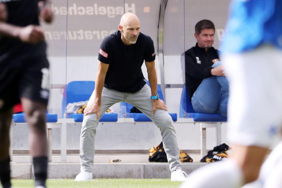 Trainer Alexander Schmidt schaut mindestens angespannt, und Sportchef Ralf Becker presst schon die Lippen zusammen. Dynamo ist in einer kritischen Phase.