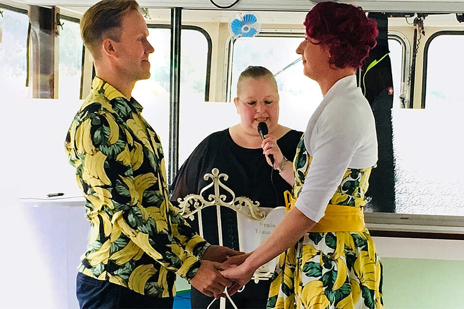 Dana Rehwald mag etwas andere Hochzeiten wie diese mit dem Ehepaar im etwas anderen Hochzeitskleid und -anzug. Die Hochzeiten 2020 waren auch anders, nur ungewollt.