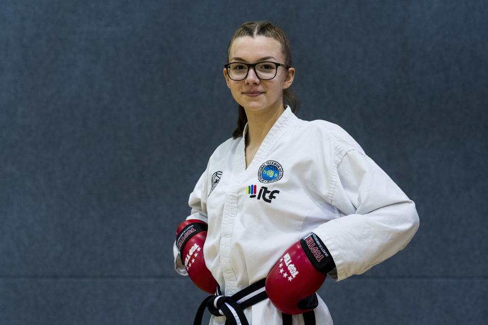Cora Braun ist eines der größten ostdeutschen Taekwondo-Talente. Trainieren kann die 18-Jährige derzeit jedoch kaum. Doch die Betreuung von zeitweise vier Kindern hält die Teenagerin zumindest fit.