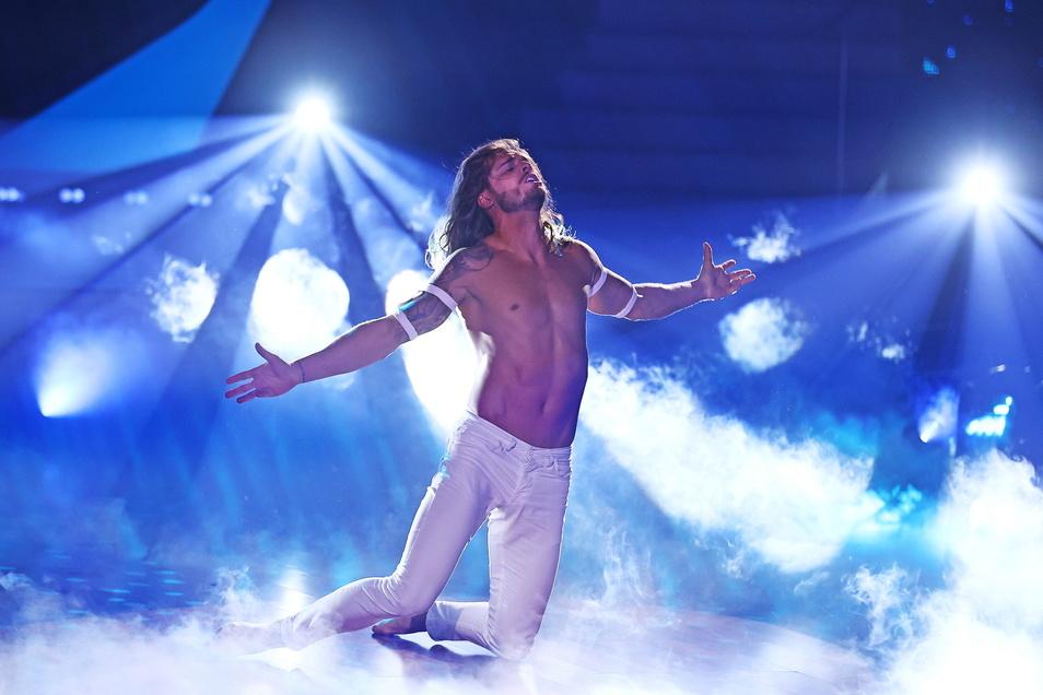 """Der Ex-Fußballer Rurik Gislason tanzt beim """"Contemporary"""", einem zeitgenössischen Tanz, bei der RTL-Tanzshow """"Let's Dance"""". Der in Deutschland lebende Isländer ist """"Dancing Star 2021"""" geworden."""