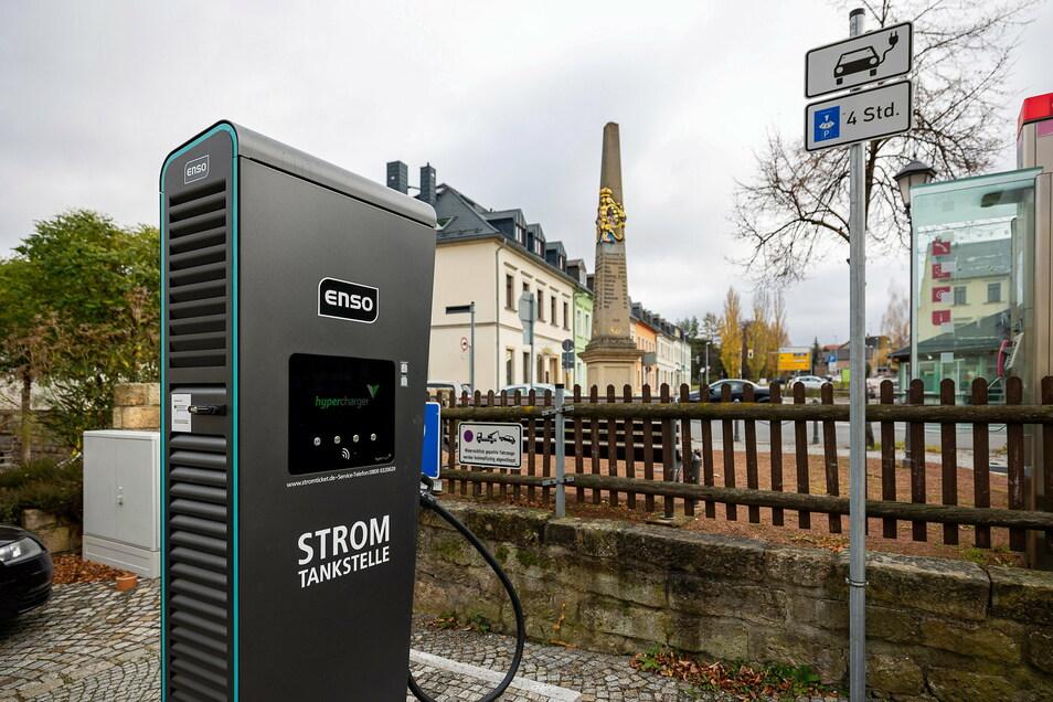 An der Dippser Herrengasse hat das Unternehmen Enso zwei neue Elektro-Zapfsäulen aufgestellt.