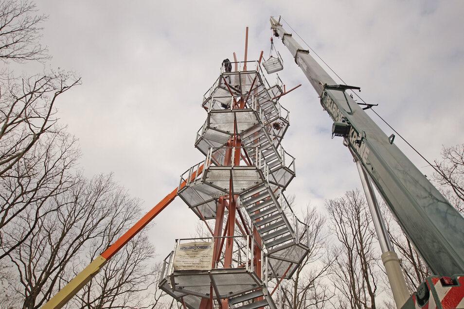 Nossen hat ein neues Wahrzeichen. Auf dem Rodigt-Berg ist jetzt ein Aussichtsturm errichtet worden.