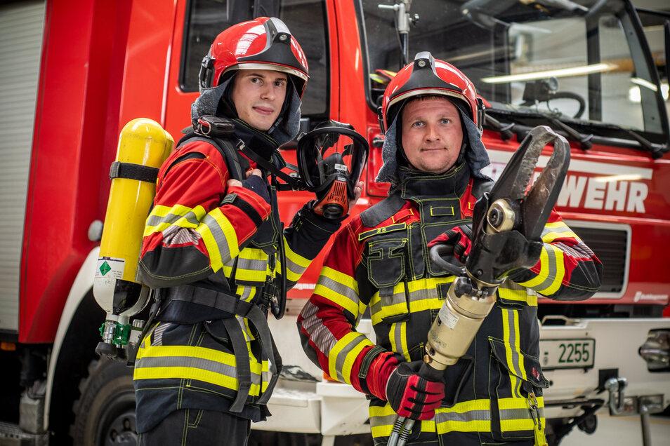 Pascal Freyer und der stellvertretende Leisniger Wehrleiter Steve Rockstroh (rechts) haben an die Stadträte appelliert, Geld für die Erneuerung von Atemschutztechnik und hydraulischem Rettungsgerät zur Verfügung zu stellen.