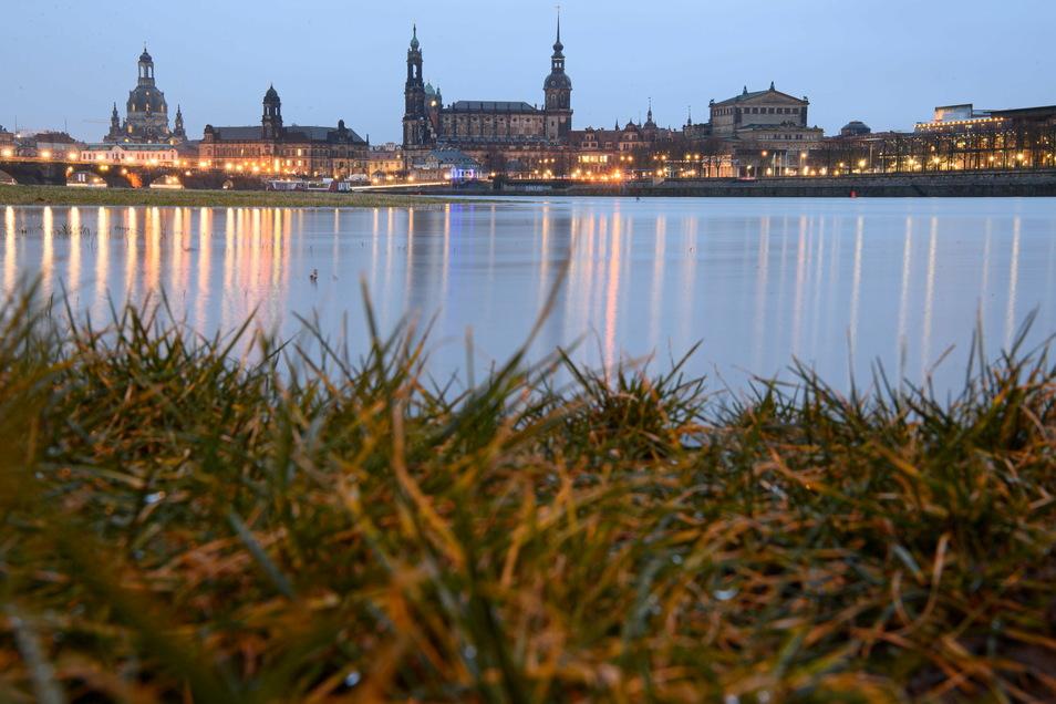 Der Pegel der Elbe in Dresden beträgt momentan 2,69 Meter (Stand: 4.Februar, 11 Uhr)