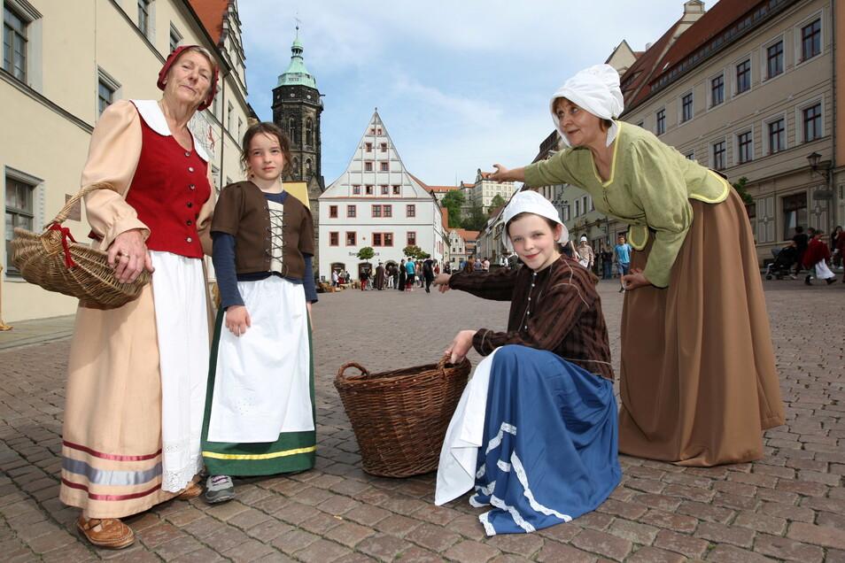 Mitglieder des Pirnaer Retter-Vereins beim lebendigen Canaletto-Bild: Auch in diesem Jahr gibt es für das Historien-Spektakel einen Zuschuss von der Stadt.