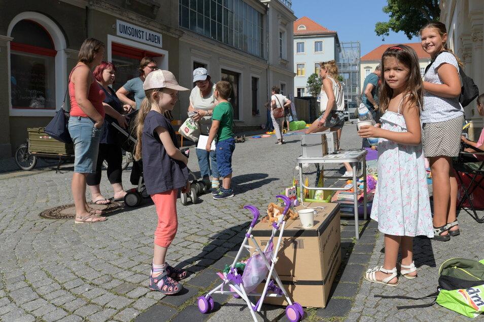 Zur Eröffnung des Geschäftes gab es auf der gesperrten Gartenstraße auch einen Kinderflohmarkt.