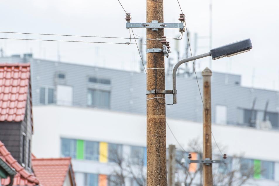 In Sichtweite des Riesaer Krankenhauses befinden sich diese Betonmasten, die nun ersetzt werden sollen.