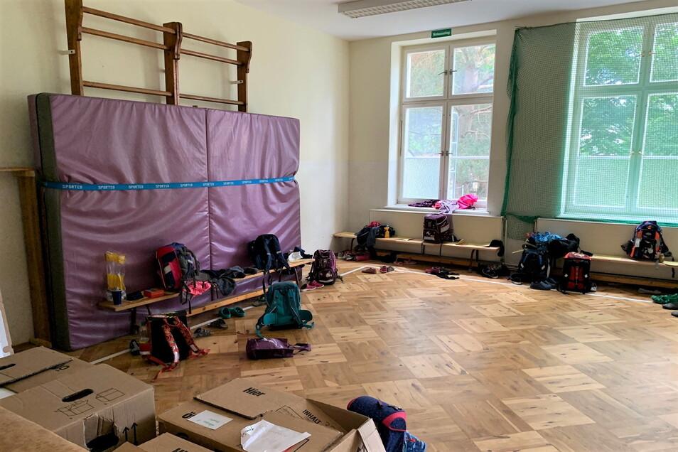 In diesem Klassenzimmer machen die Neundorfer Grundschüler Sportunterricht.
