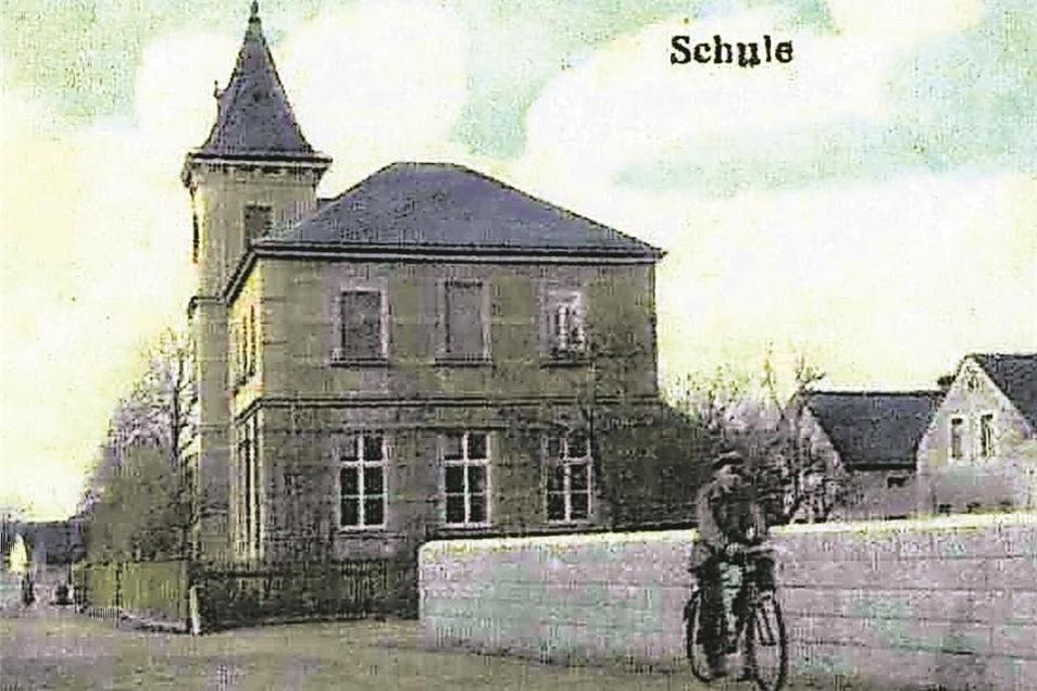 erstmals erwähnt 1392 als Ranow/Rohna (ebener Ort), nach Ponickau eingepfarrt, im Ort gab es eine eigene Schule, zuletzt 302 Einwohner, verlassen 1938