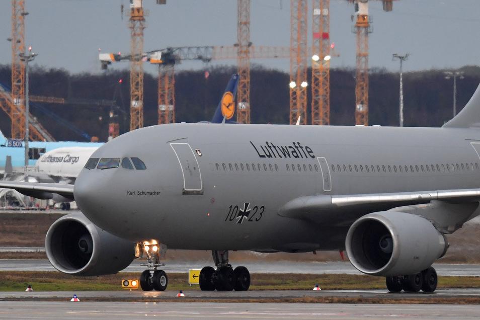 """Der Airbus A310 """"Kurt Schumacher"""" der Bundeswehr kommt am 1. Februar auf dem Flughafen Frankfurt am Main an. Das Flugzeug hat Deutsche und andere Staatsbürger aus dem vom Coronavirus betroffenen chinesischen Wuhan ausgeflogen."""