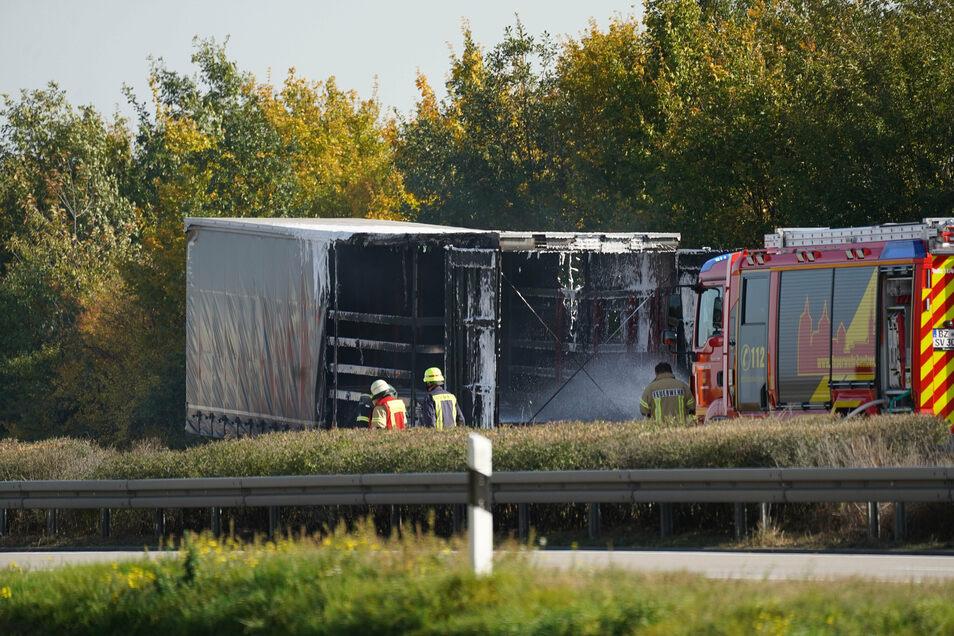 Ein Lkw-Anhänger ist am Donnerstagmittag auf der A 4 zwischen Bautzen-Ost und Weißenberg ausgebrannt.