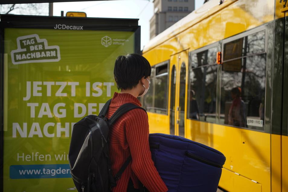 Haltestellen sind beliebte Werbe-Objekte - in Dresden gibt es nun einen Kampf darum.