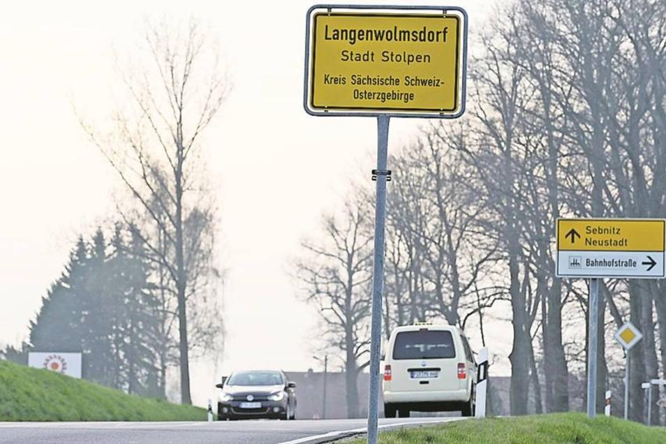 Am Ortseingang Langenwolmsdorf aus Richtung Stolpen darf man statt 60 nur noch 50 km/h fahren. Die Umstände lassen 60 nicht zu, heißt es. Foto: Steffen Unger