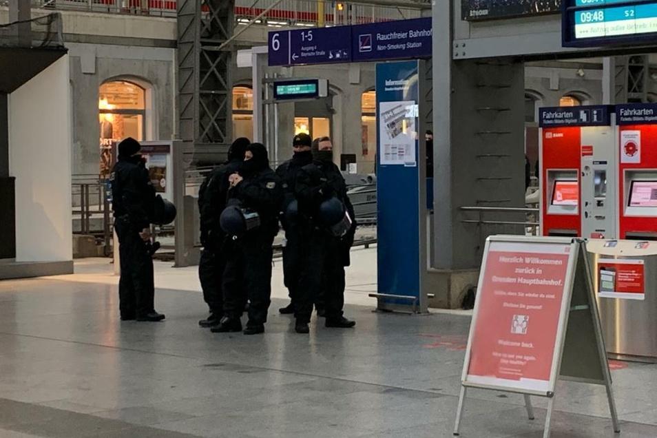 Großeinsatz der Polizei und Bundespolizei.