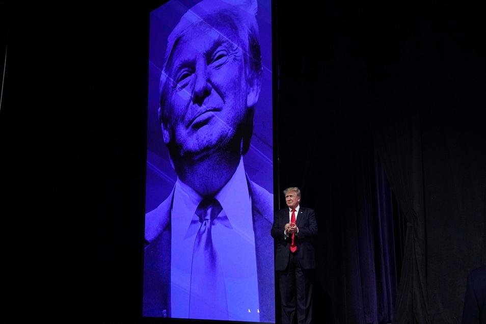 Donald Trump, ehemaliger Präsident der USA, muss sich nun doch seine Unterlagen auf mögliche wirtschaftliche Verwicklungen untersuchen lassen.