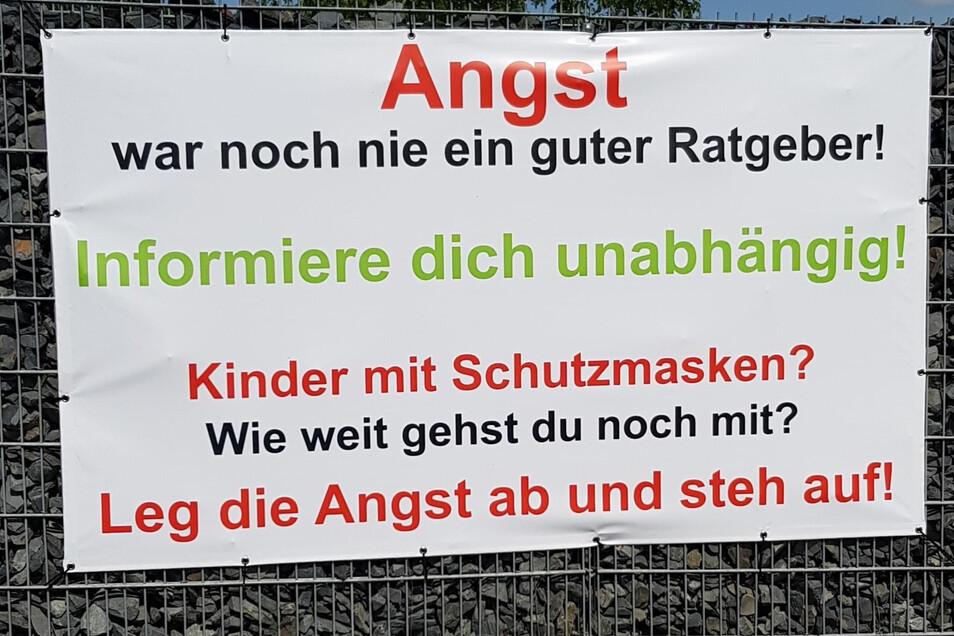 Dieses Transparent von Gerd Hildebrandt in Strießen wurde in der Nacht zu Pfingstmontag geklaut.
