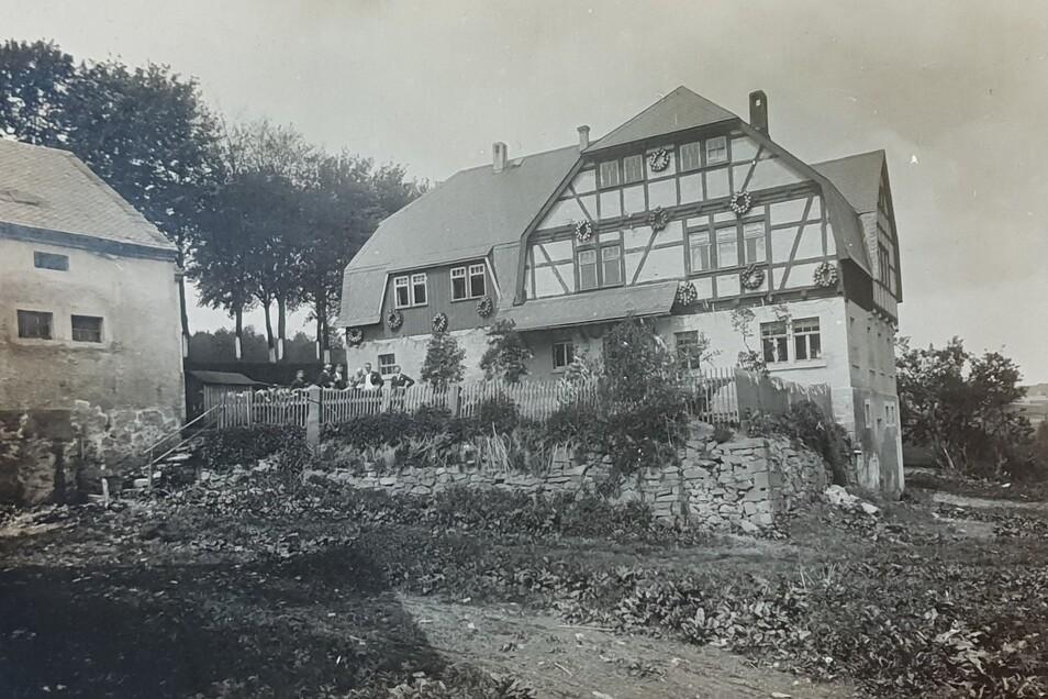 Für die Nachbildung der Häuser nutztKarl-Heinz Kiesslich Bilder aus der damaligen Zeit, wie hier vom Wohnhaus Emil Hüblers.