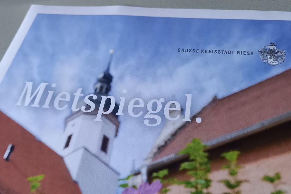 Farbenfroh: So sieht das Deckblatt des aktualisierten Riesaer Mietspiegels aus. Auf den Seiten danach folgen Informationen, die sowohl für Vermieter als auch Mieter von einigem Interesse sein dürften.