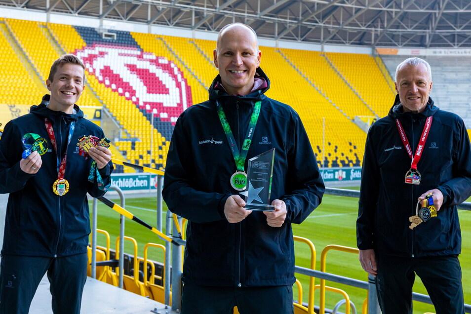 Endstation Sehnsucht, auch für die Laufszene-Geschäftsführer Reinhardt Schmidt, André Egger und Günter Frietsch (von links). Das Rudolf-Harbig-Stadion ist das Ziel bei der Rewe Team Challenge, die es in diesem Jahr wieder geben soll.