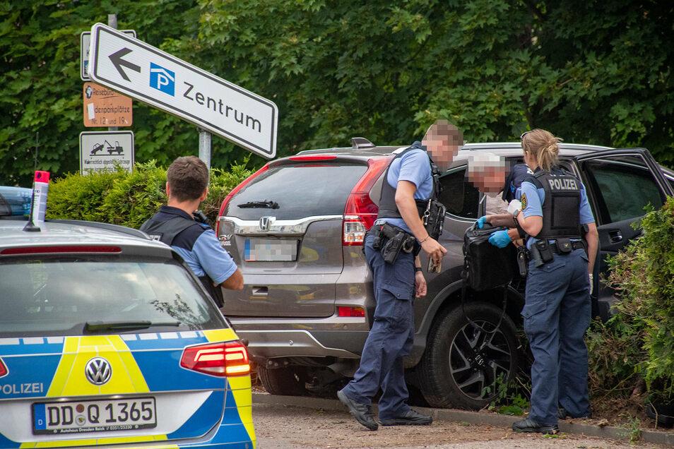 Eine Verfolgungsjagd mit der Polizei endete am Freitag gegen 20 Uhr für einen Kriminellen mit einem Unfall auf der Kleinen Kirchgasse in Döbeln.