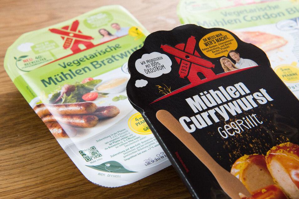"""Die """"Mühlen Currywurst - gegrillt"""" vom Hersteller Rügenwalder Mühle ist bald Geschichte, im Gegensatz zu vegetarischen und veganen Fleischprodukten."""