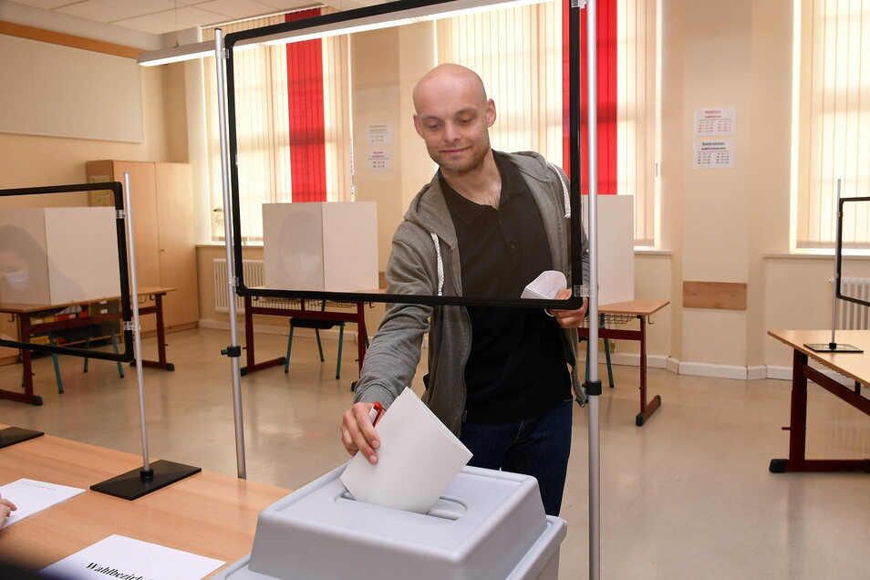 Marko Schmidt wählt in der Pestalozzi Grundschule in Weißwasser.