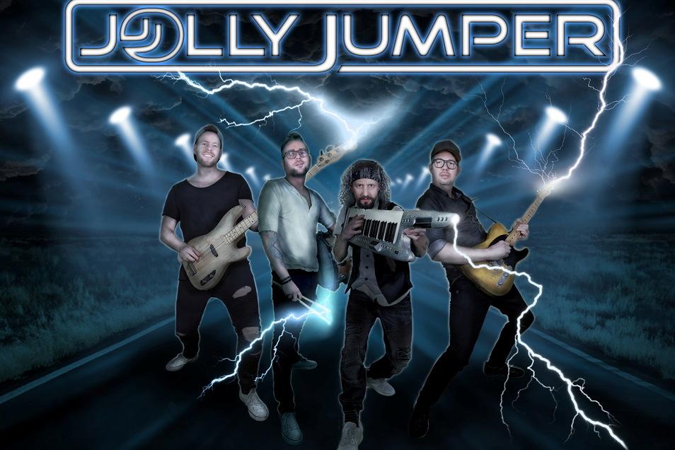 """Die neu aufgestellte Band """"Jolly Jumper"""" startet nach langer Corona-Stille auch wieder durch. Am 4. September kann man sie auf dem Sportplatz Reichenbach erleben."""