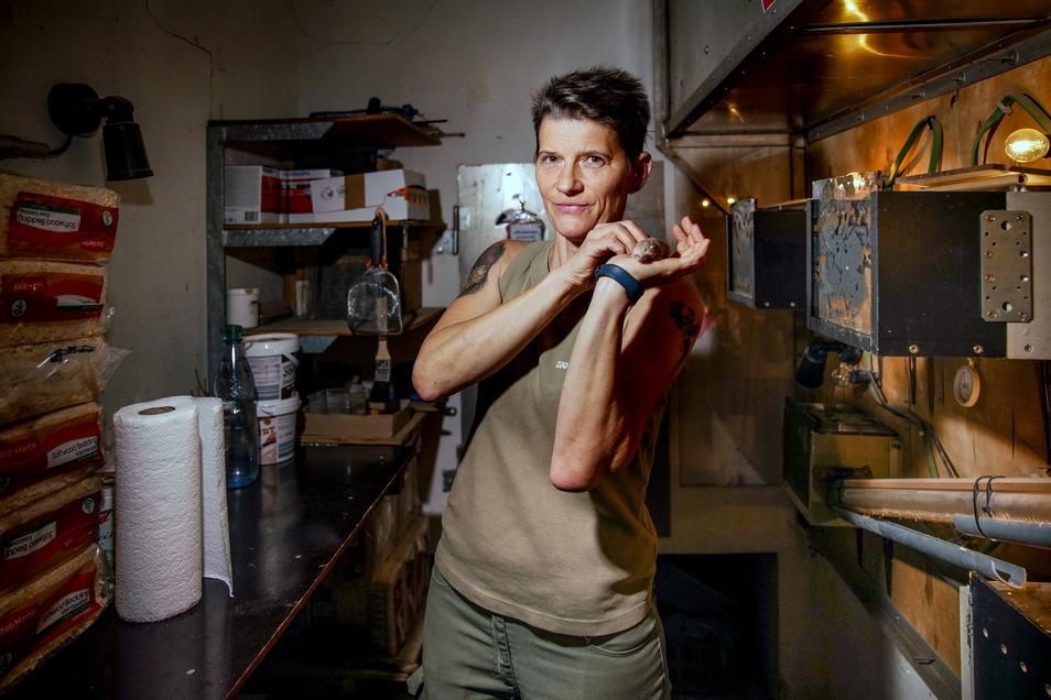 Liebe auf den ersten Blick: Tierpflegerin Christiane Krönke ist in ganz Europa als Expertin für Nacktmulle gefragt.