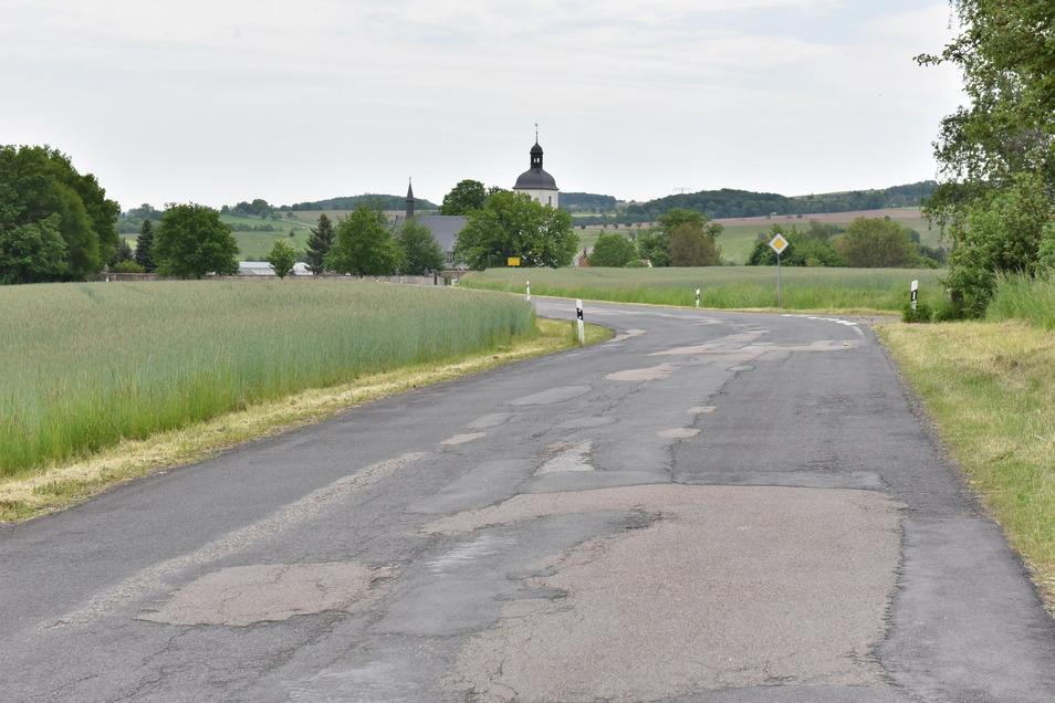 Die marode Verbindungsstraße zwischen Reinhardtsgrimma und Hirschbach.
