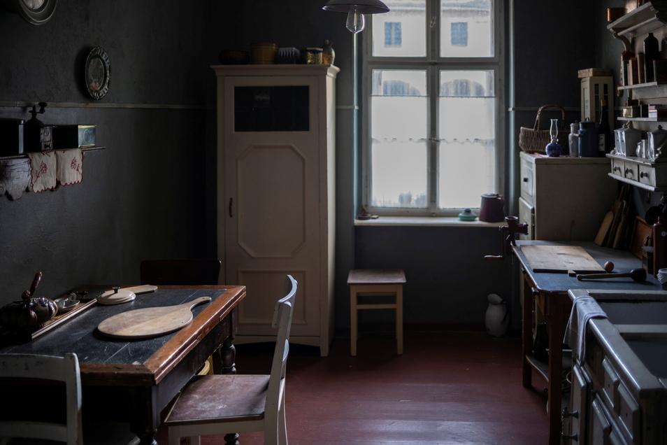 Ein Proviantpaket aus der Küche hat Fabian mitgenommen, seiner Mutter hat er aber nicht Tschüss gesagt: In dieser Szene wird dieser Raum der Schwesternhäuser im Film gezeigt.