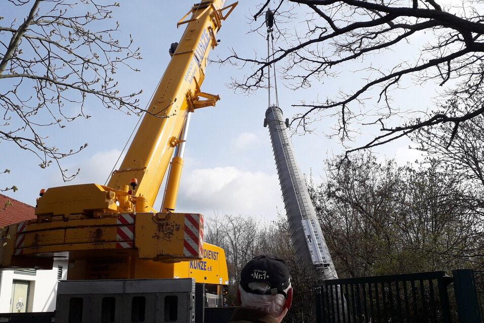 Am Ende konnte der Autodrehkran auf das Telekom-Gelände fahren und am nächsten Tag den Funkmasten aufbauen.