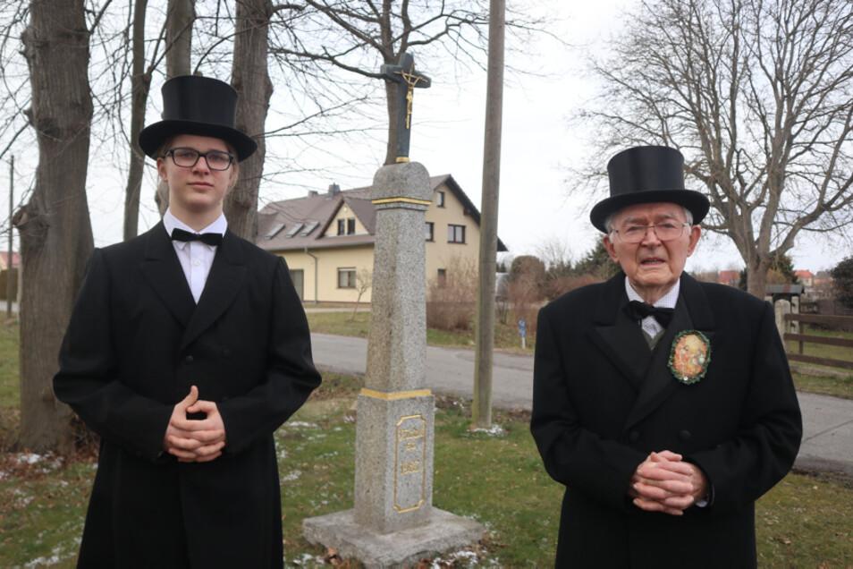 Sie freuen sich auf die diesjährige Wittichenauer Osterprozession. Ägidius Bresan (14) ist der jüngste Osterreiter in seinem Heimatort Sollschwitz. Dr. Peter Bresan (88) reitet zum 75. Mal mit. Er ist der älteste Osterreiter in seinem Heimatort.