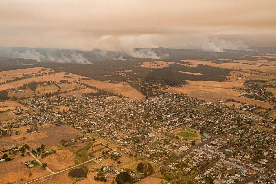 Die Brände fressen sich immer weiter durch das Land und bedrohen zahlreiche Gemeinden und Städte. Ein Ende der verheerenden Buschbrände ist nicht in Sicht.