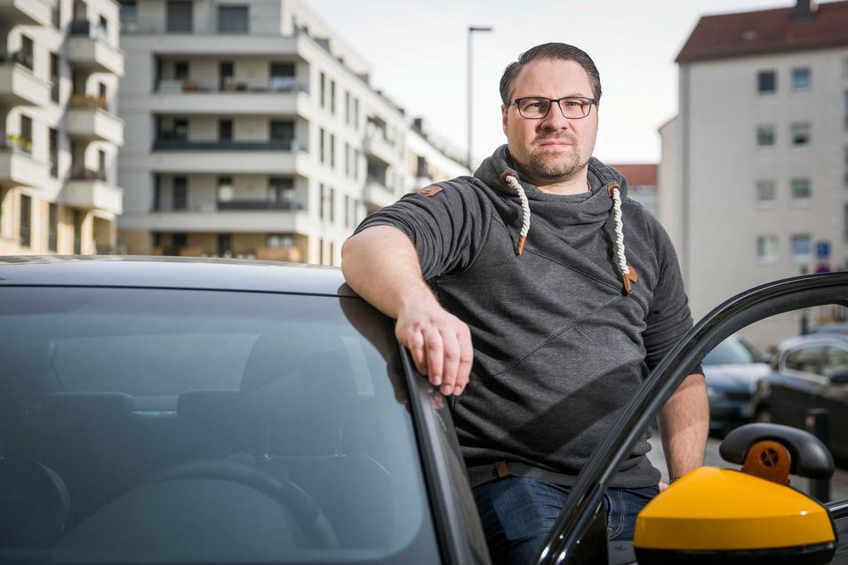 Der Fahrschullehrer Martin Gebler will am Freitag bei einer Demo auf seine Lage aufmerksam machen.