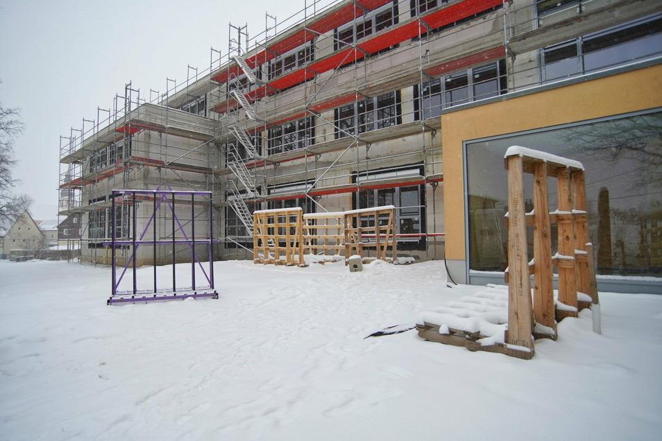Im Juli 2020 wurde der Grundstein für die neue Schule in Goldbach gelegt. Bis Jahresende 2021 soll alles fertig sein.