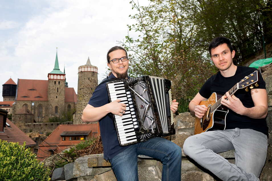 Jörn Brückner (l.) und Martin Fox geben am 4. Mai ihr erstes Live-Konzert im Internet. Mit ihrem besonderen Tour-Auftakt wollen sie ihre Musikerkollegen im Lockdown unterstützen.