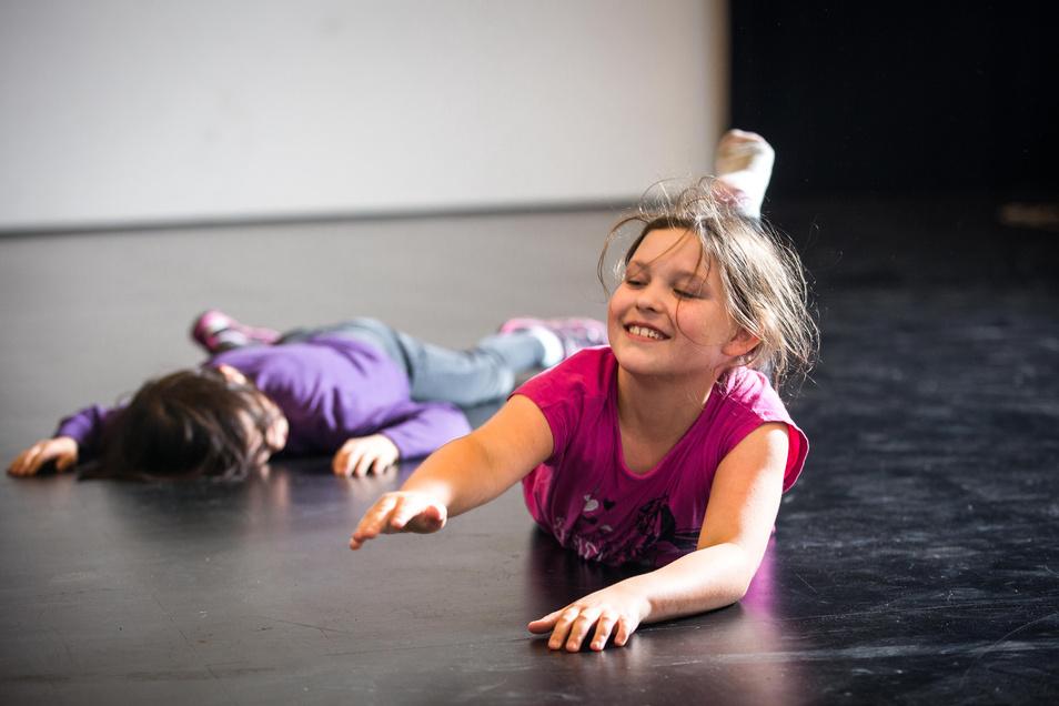 Bewegungsspiele gehören zum Konzept. Am Endes TJG-Theaterprojektes werden die Kinder ihren Eltern und Freunden ein Stück vorspielen.