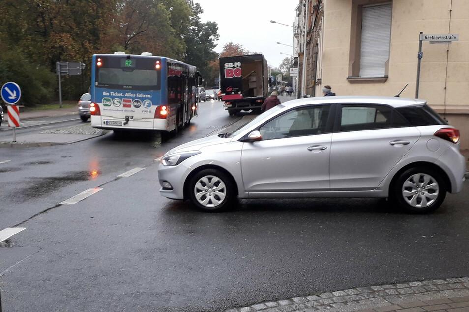 Nach dem Unfall mit dem Bus war der Hyundai ein paar Meter wieder zurückgefahren.