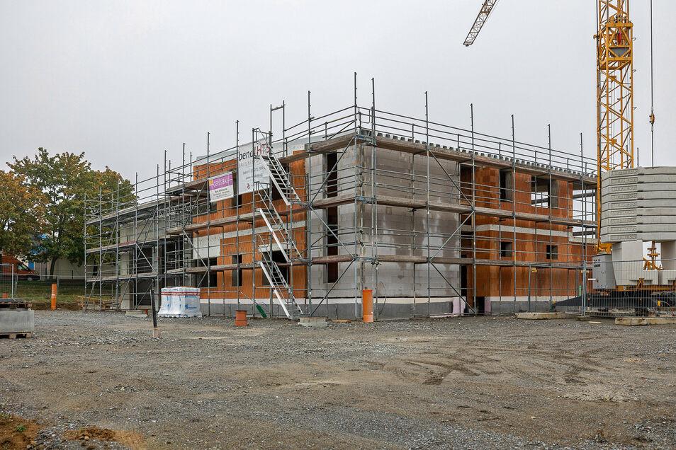 Am neuen Gerätehaus in Stolpen an der Pirnaer Landstraße geht es voran. Unlängst wurde hier Richtfest gefeiert.