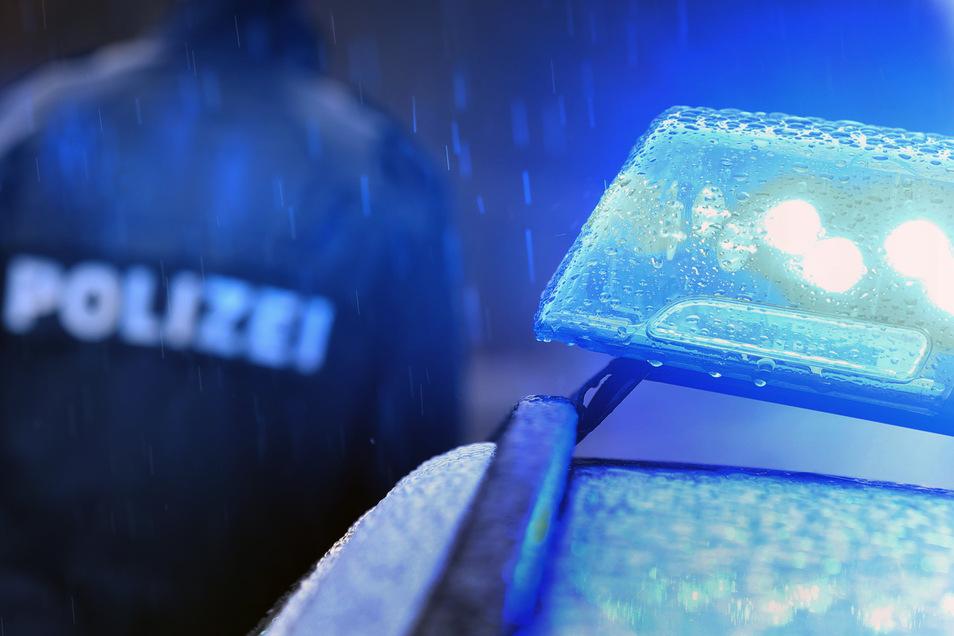 Polizisten rückten am frühen Samstagmorgen zu einem Unfall aus - auch ein Rettungshubschrauber war im Einsatz.